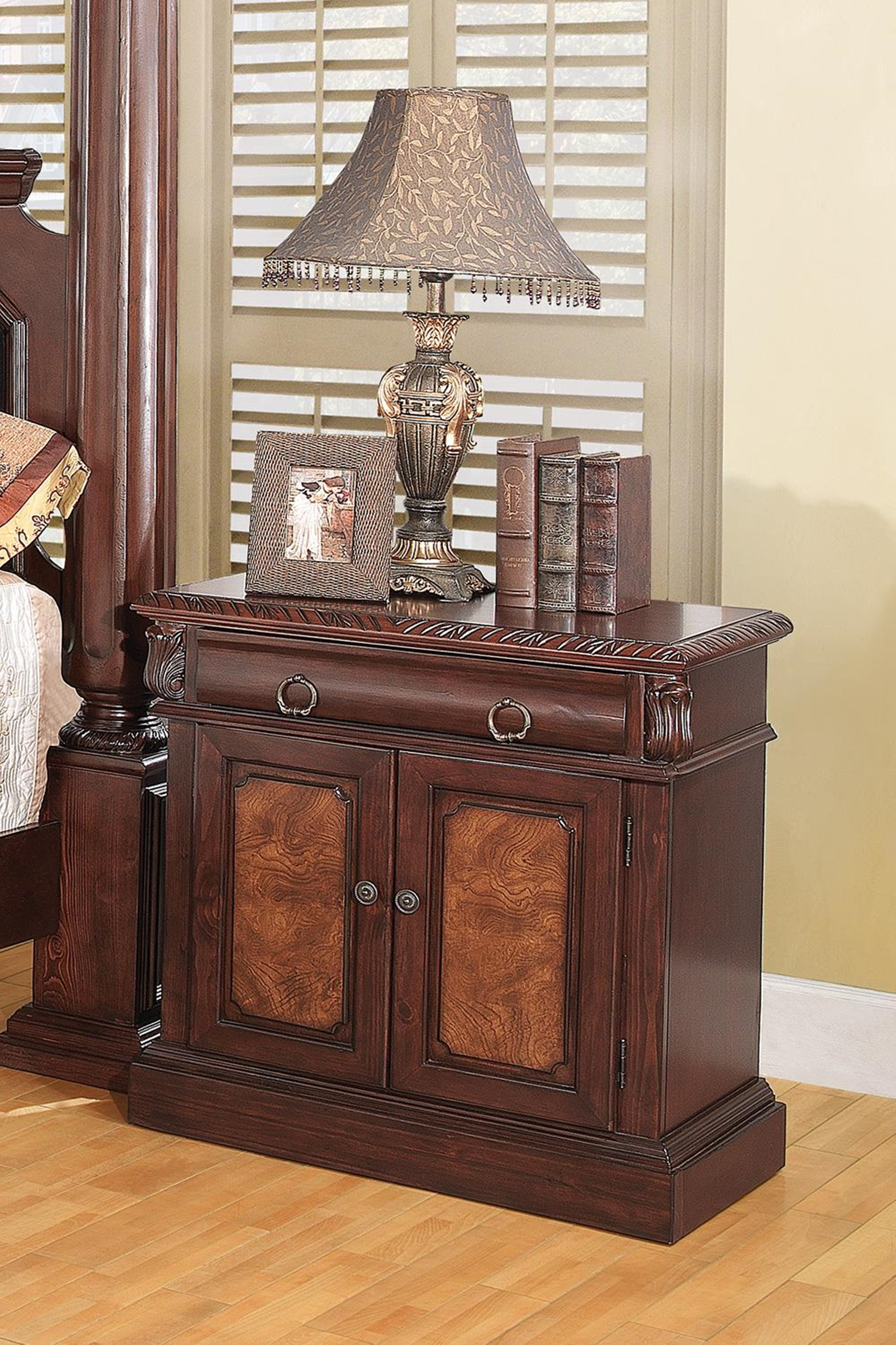 Grand Prado Capp. One-Drawer Nightstand