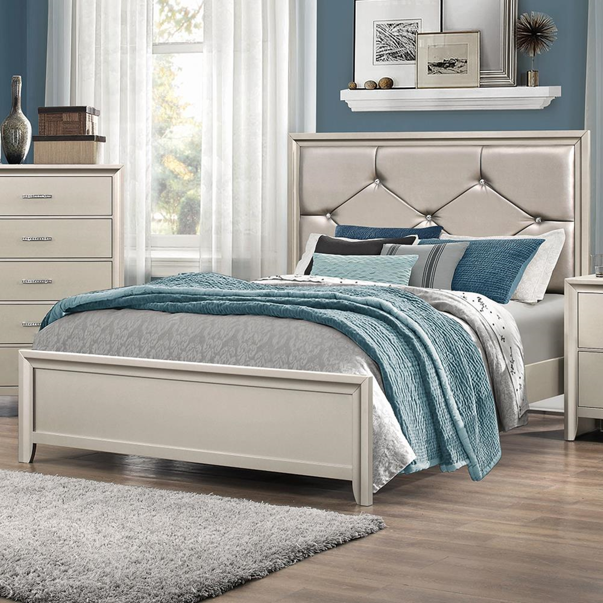 Lana Traditional Silver Queen Bed