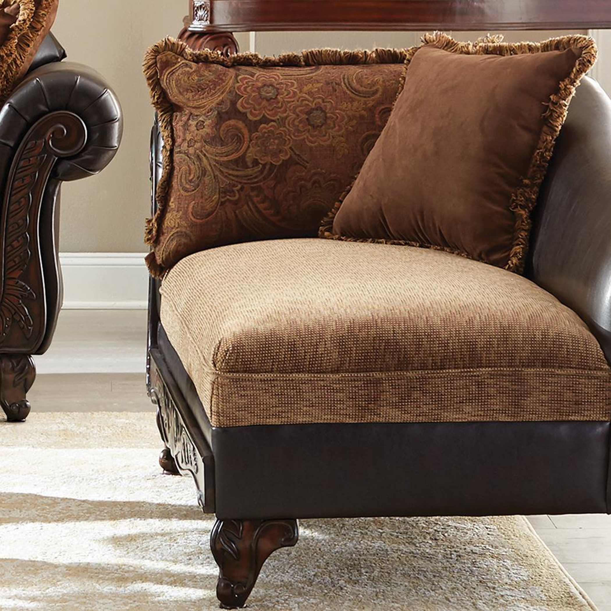 Garroway Traditional Chaise