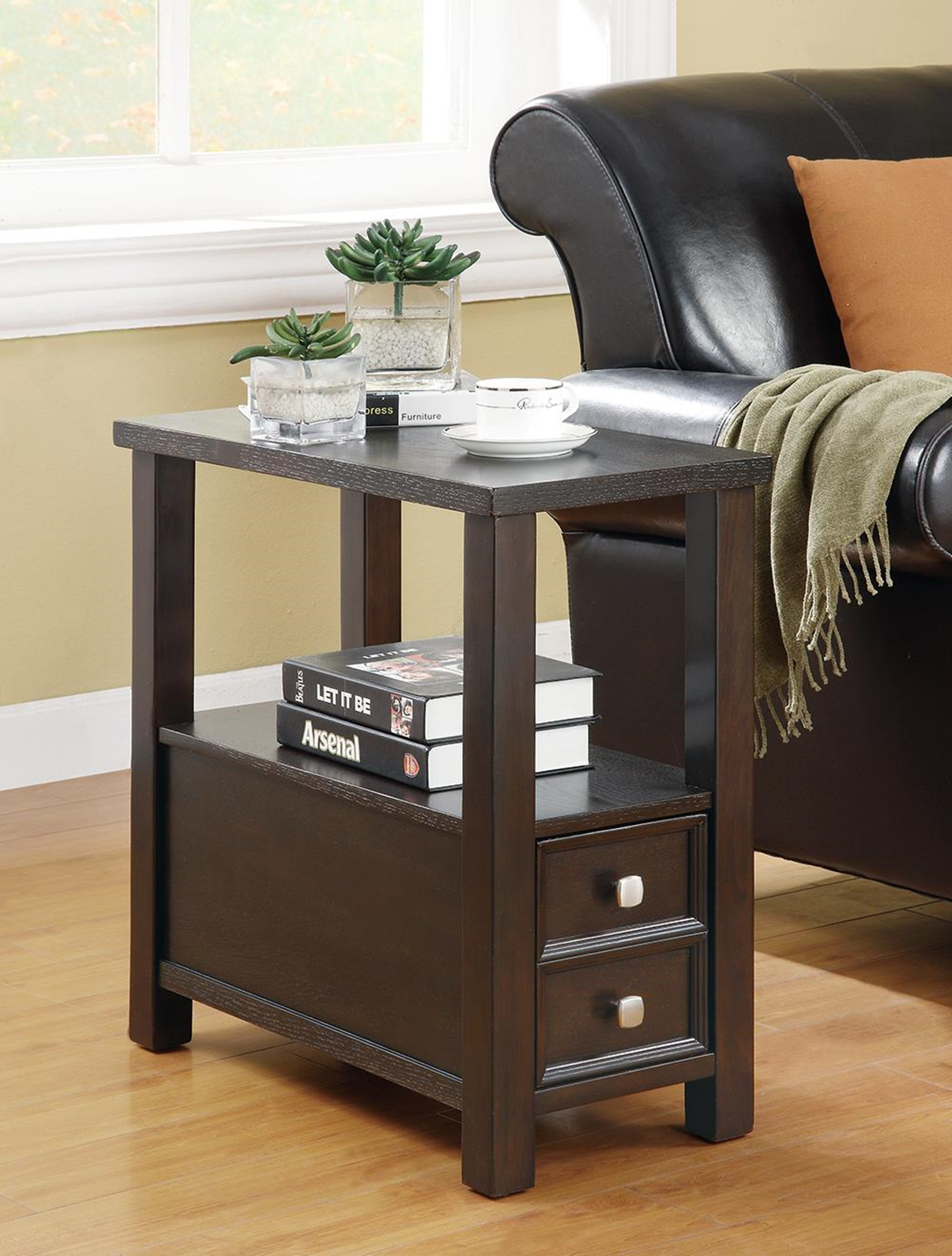Casual Capp. Accent Table