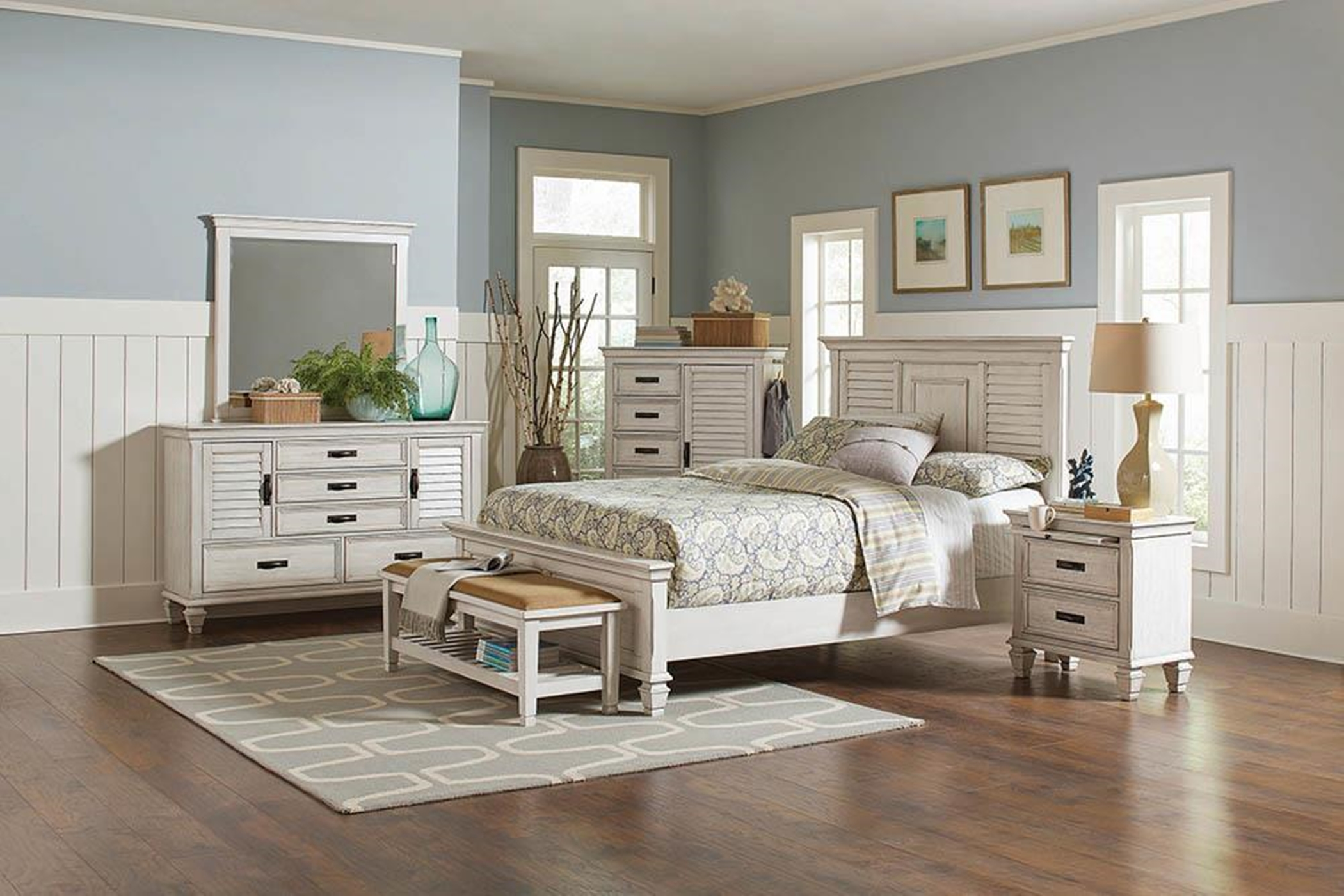 Franco Antique White E. King Bed